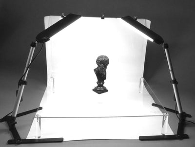 ALZO 100 LED Table Top Platform Light Kit demo statue on riser platform