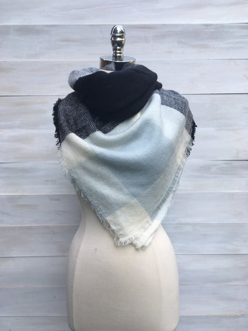 Large blanket scarf. Black mix/pale blue. Orb