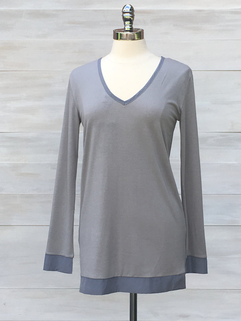 Reversible long sleeved top with matching trim. Light grey. Orb