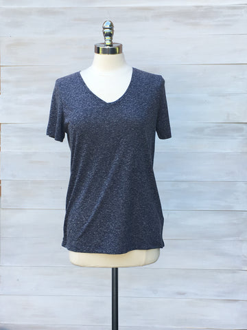 Navy mix slub poly linen v neck tee. ICHI