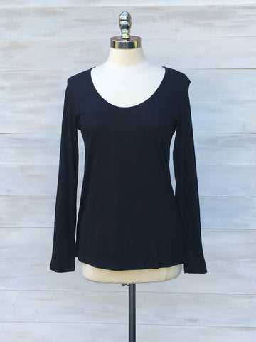 Scoop neck long sleeved tee. Black. ICHI
