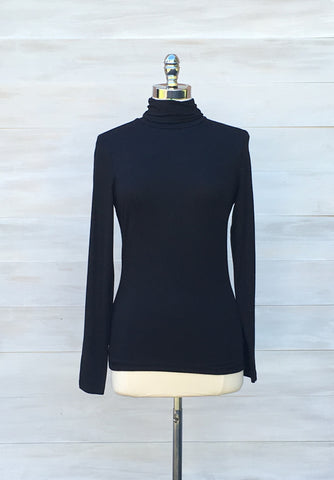 Turtleneck long sleeved top.