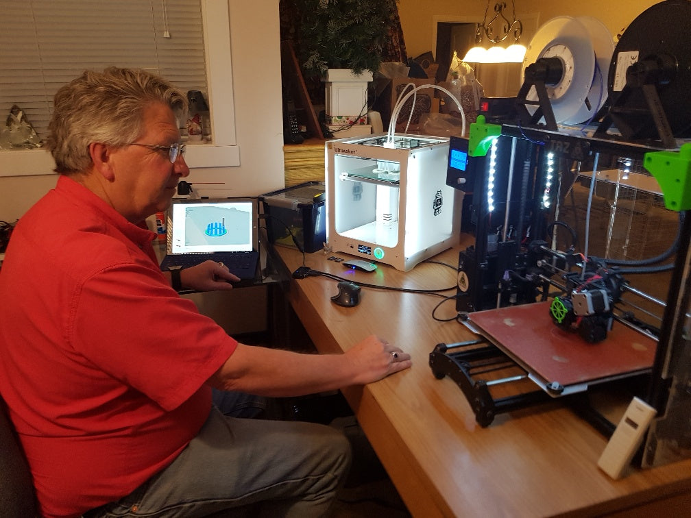 Bob White with CountryG 3D and his Lulzbot Taz 6 and Ultimaker 3 3D printer
