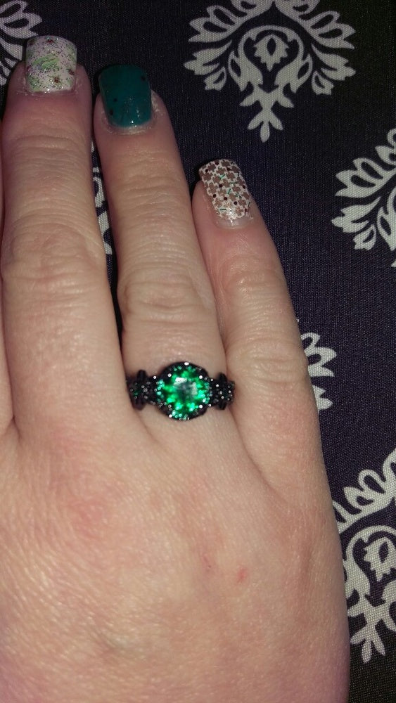 Vintage  Round Green Emerald Sapphire Inlay 10Kt black gold filled Ring