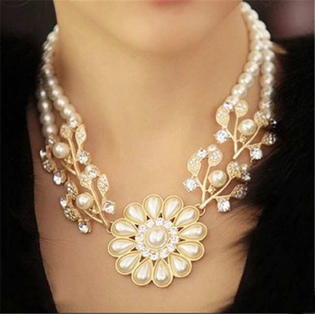 Simulated pearl chain rhinestone crystal flower choker necklace