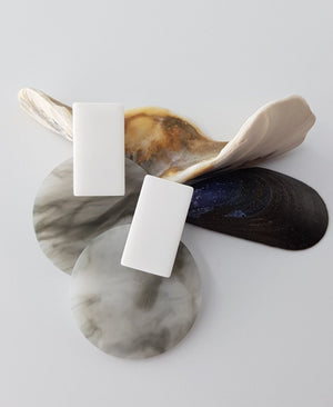 Cahya - Sleek Modern Gray and White Marble Resin