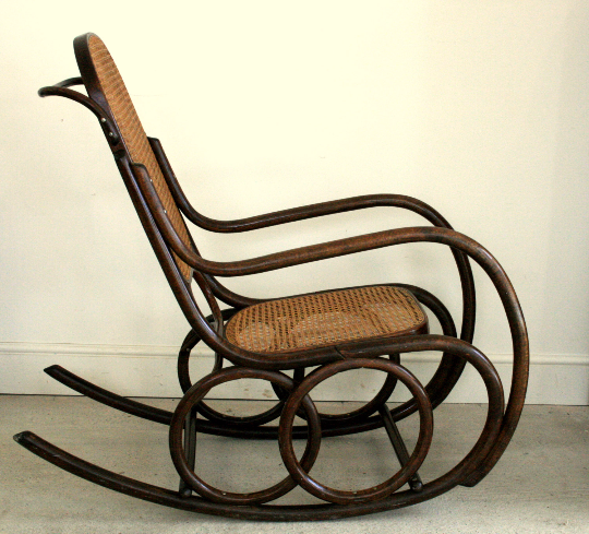 1930's Rocking chair Thonet style with rare shaped rockers - TheRetroStation  - 2