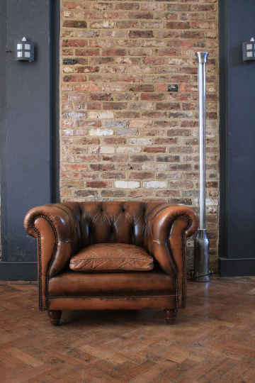 Vinatge Brown Leather Chesterfield Armchair - TheRetroStation  - 1