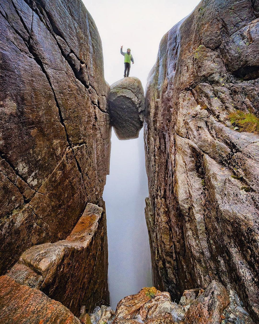 Suspended Boulder in Lysefjord Norway | Epic Photography