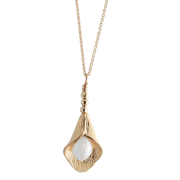 Gold Petal with Pearl Pendant Necklace