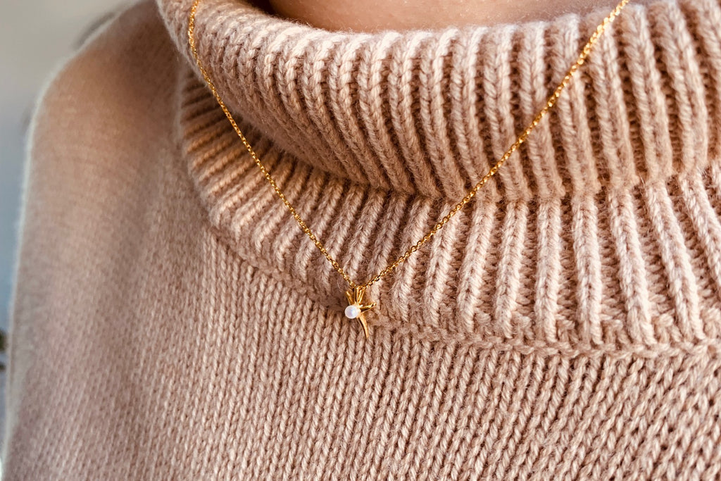 How To Style Your Delicate Jewellery In Winter