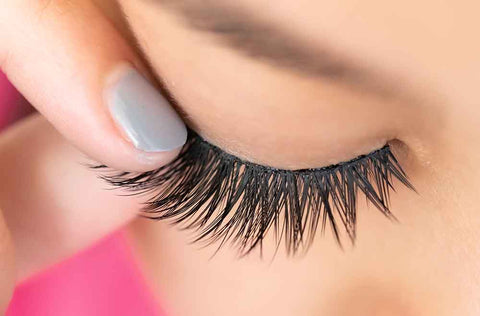 81eb73d6d4f How to Remove Fake Lashes