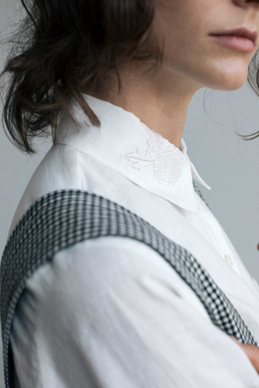 MADE TO ORDER - OSA IRISH LINEN TOP WITH EMBROIDERED COLLAR