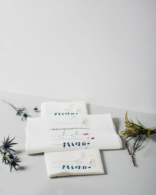 'Irish Wildflower' Irish Linen Table Runner & 12 x Napkin Gift Set Earth