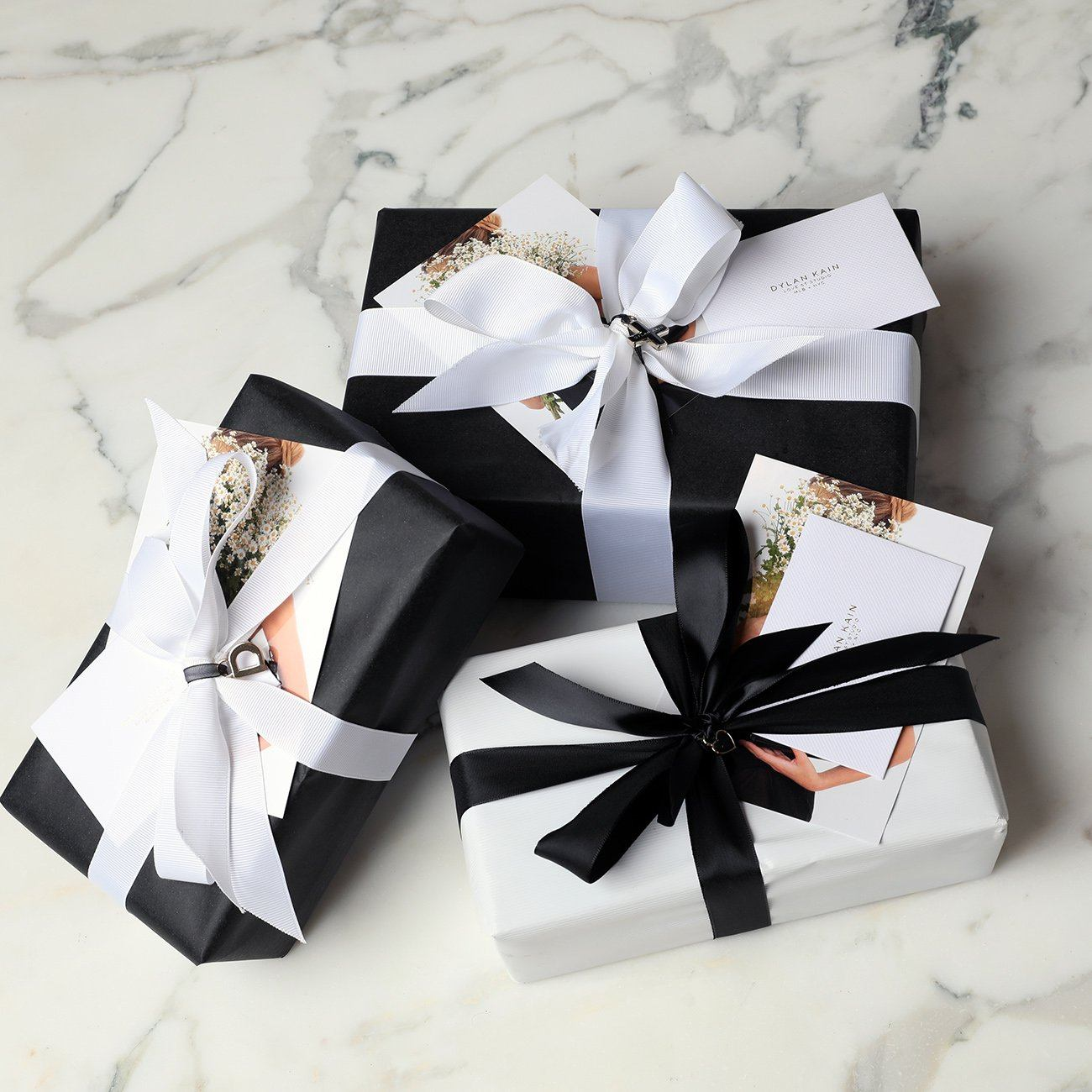 Deluxe gift wrap with personalised card Nulls Gift Product Nulls.Net