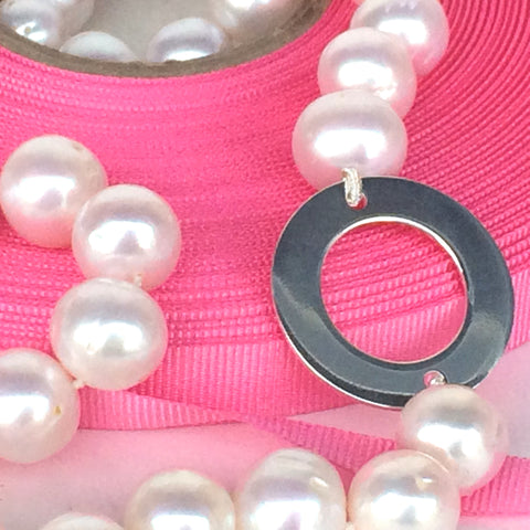 "Freshwater Pearl Necklace with 2.5cm Silver Disc (19"" long)"
