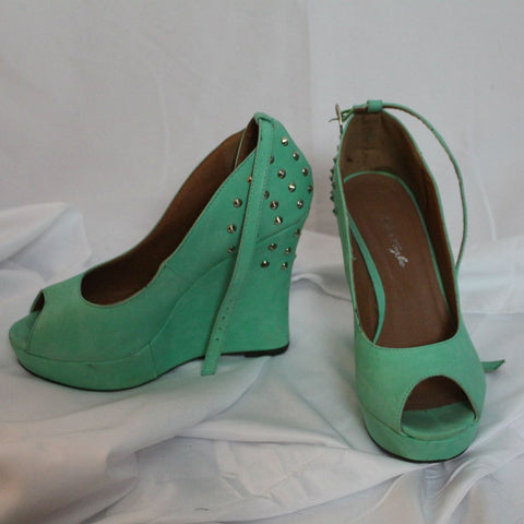 CLOSET SALE: Seafoam Green Wedges - Size 9
