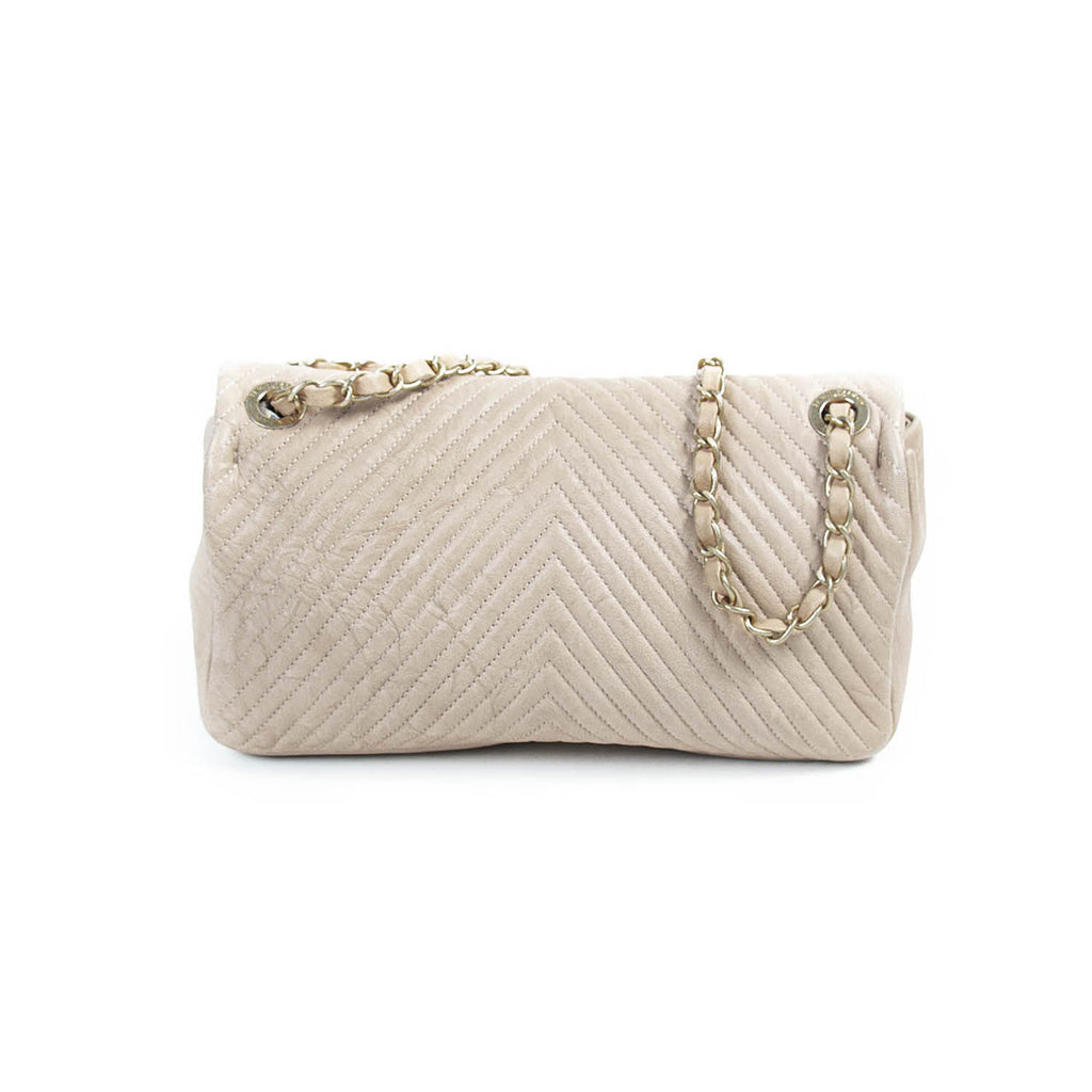 Chanel Medium Classic Chevron Flap Bag Bags Chanel - Shop authentic new pre-owned designer brands online at Re-Vogue