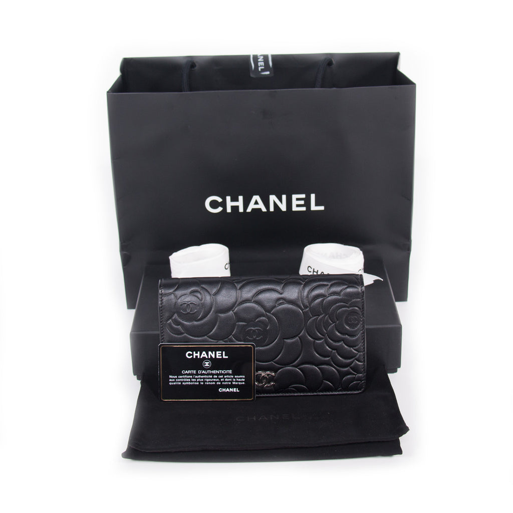 Chanel Camelia Bifold Wallet Accessories Chanel - Shop authentic new pre-owned designer brands online at Re-Vogue