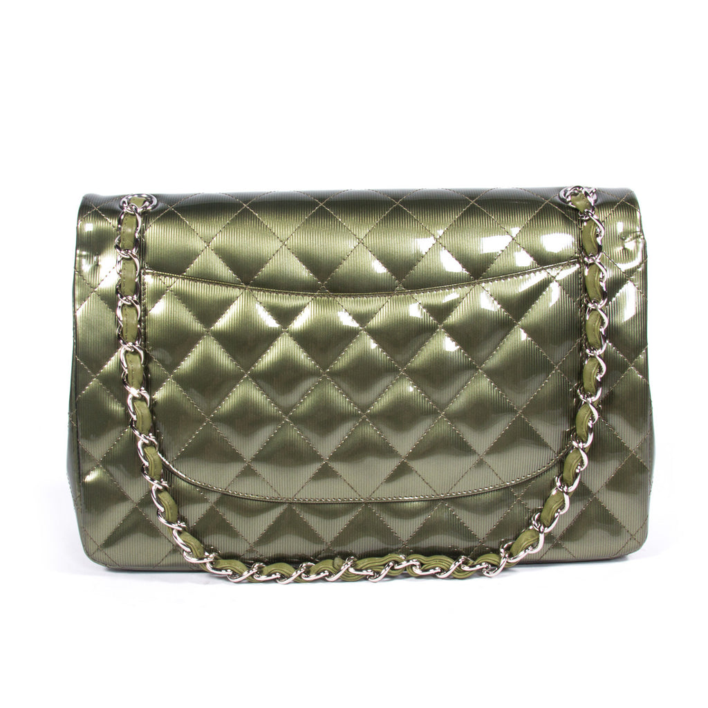 Chanel Classic Jumbo Double Flap -Shop pre-owned luxury designer brands online at Re-Vogue