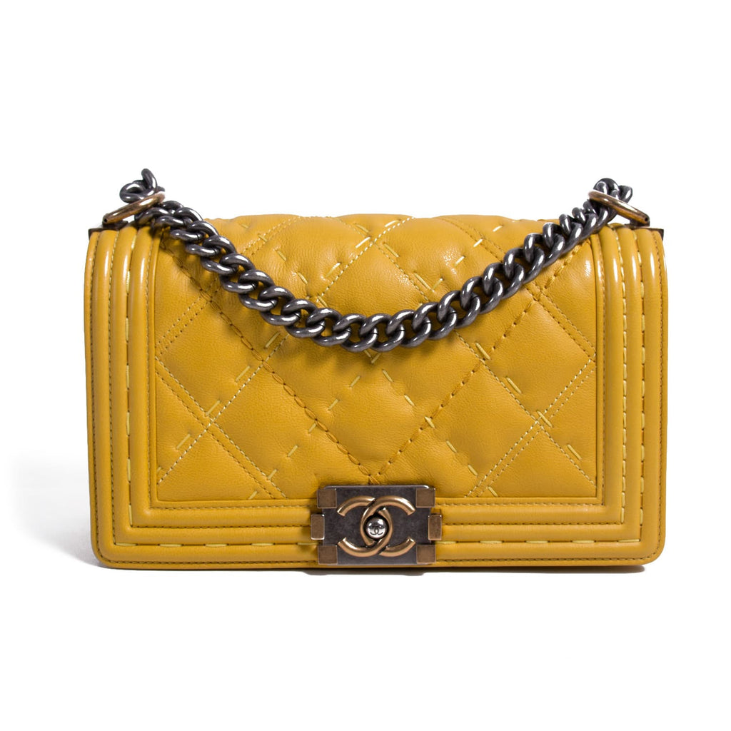 712aba343ddd85 Shop authentic Chanel Medium Boy Bag at revogue for just USD 3,300.00