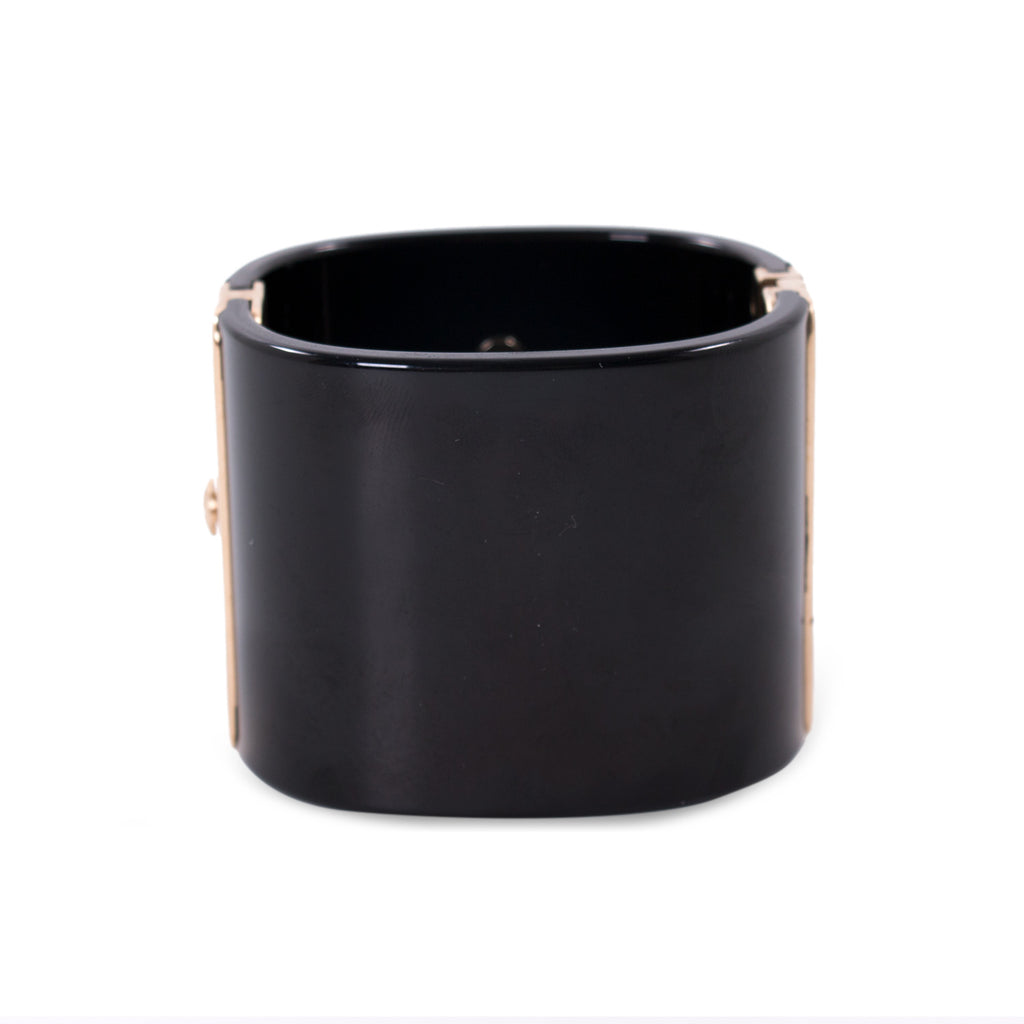 Chanel Pearl and Resin Cuff Accessories Chanel - Shop authentic new pre-owned designer brands online at Re-Vogue
