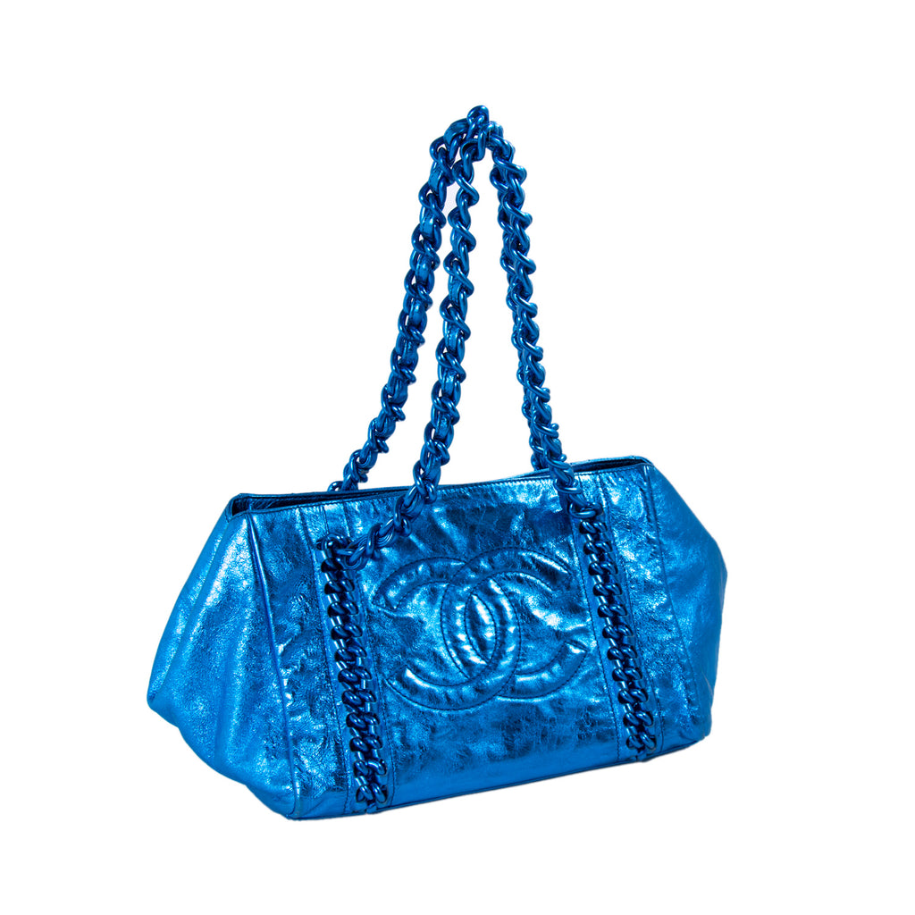 Chanel Modern Chain E/W Tote Bags Chanel - Shop authentic new pre-owned designer brands online at Re-Vogue