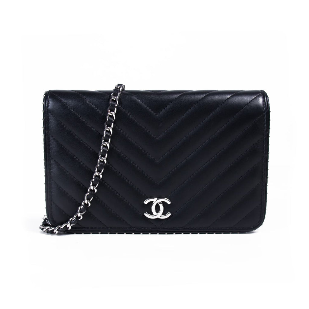 feccd0302d37 Shop authentic Chanel Studded Wallet on Chain at revogue for just ...