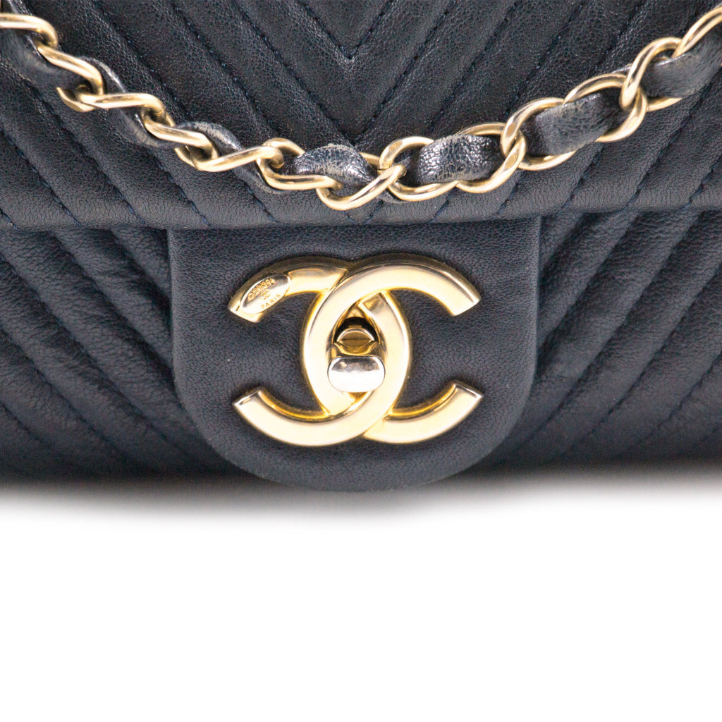 Chanel Medium Chevron Flap Bag Bags Chanel - Shop authentic new pre-owned designer brands online at Re-Vogue