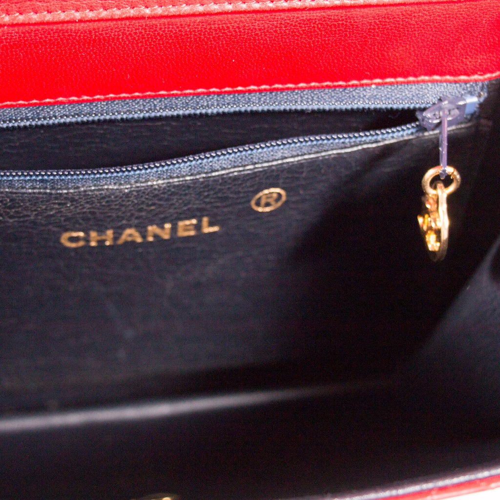 Chanel Quilted Chain Shoulder Bag Bags Chanel - Shop authentic new pre-owned designer brands online at Re-Vogue