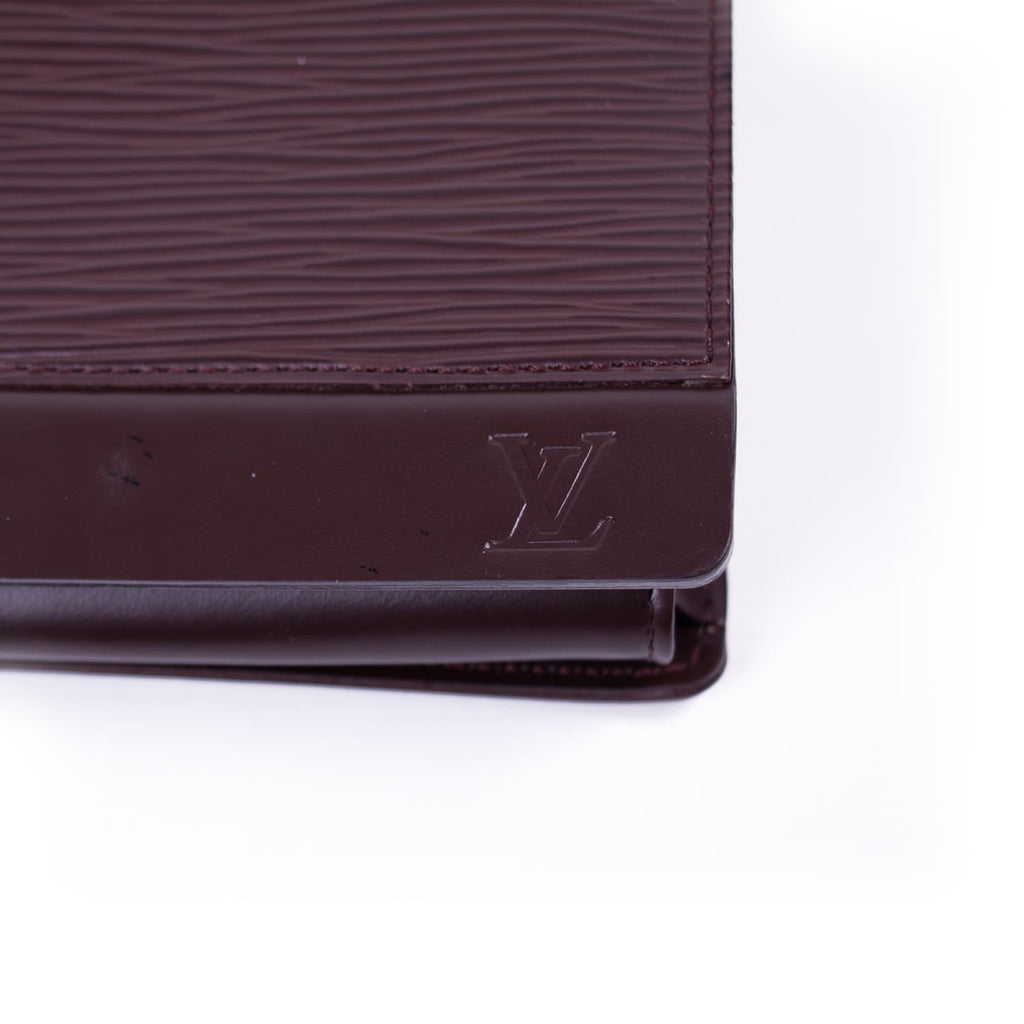 Louis Vuitton Epi Honfleur Clutch Bags Louis Vuitton - Shop authentic new pre-owned designer brands online at Re-Vogue