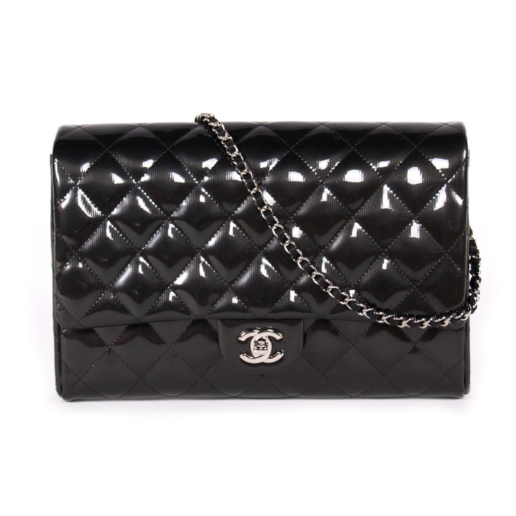 6017ba358d28 Shop authentic Chanel Classic Clutch With Chain at revogue for just ...