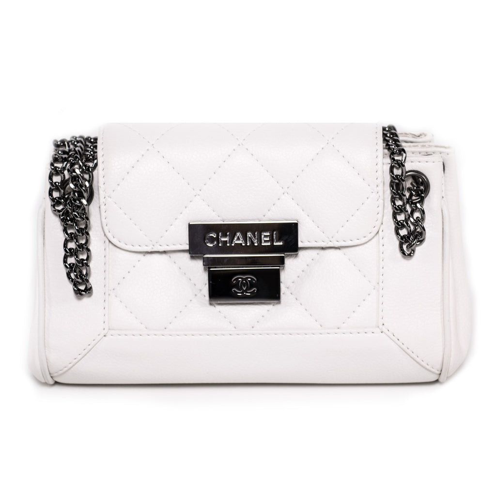 da507b137103 Shop authentic Chanel Caviar Accordion Flap Bag at revogue for just ...