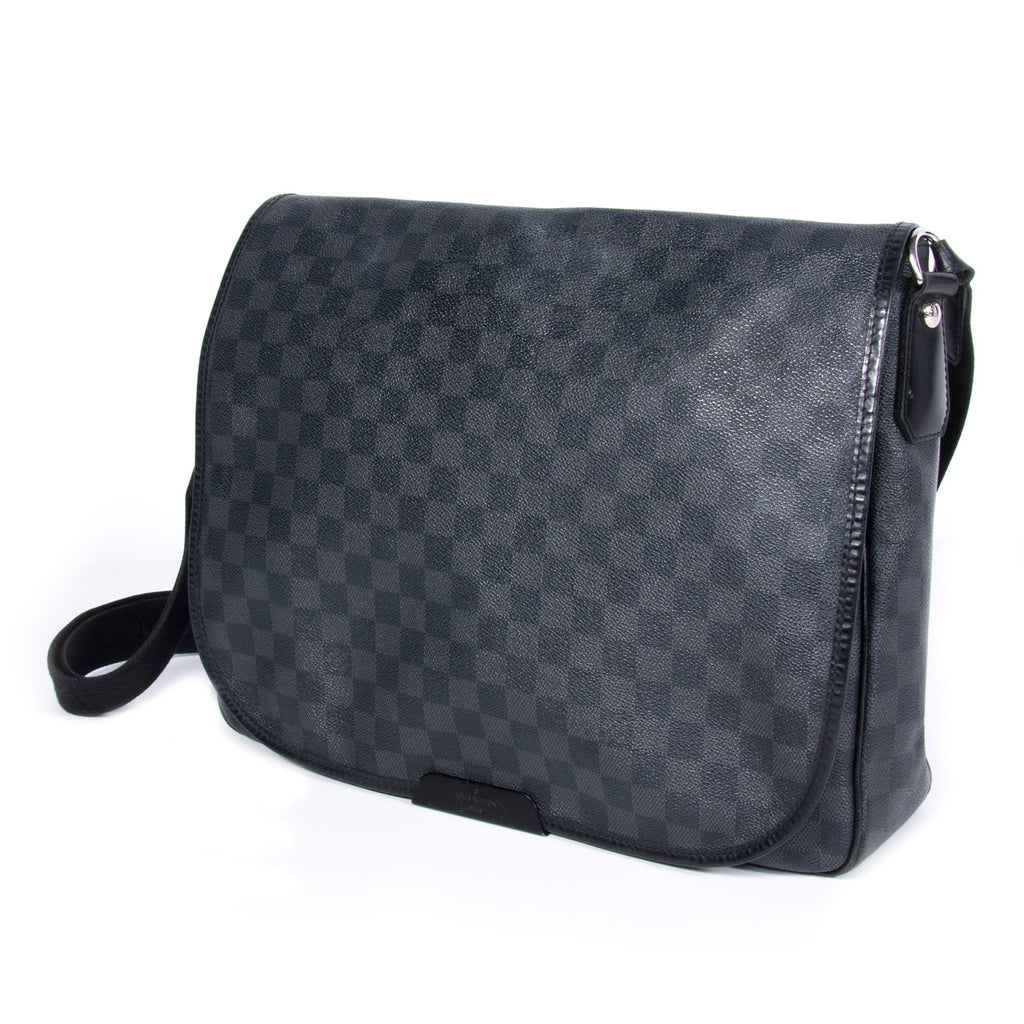 Louis Vuitton Damier Graphite Daniel Bags Louis Vuitton - Shop authentic pre-owned designer brands online at Re-Vogue