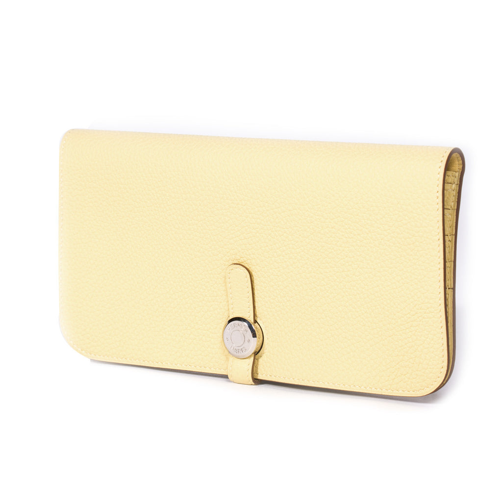 Hermes Recto Verso Dogon Wallet Accessories Hermes - Shop authentic new pre-owned designer brands online at Re-Vogue