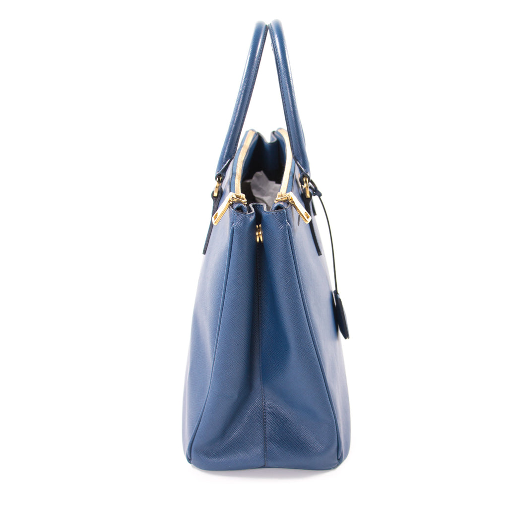 Prada Saffiano Lux Double-Zip Tote Bag Bags Prada - Shop authentic new pre-owned designer brands online at Re-Vogue