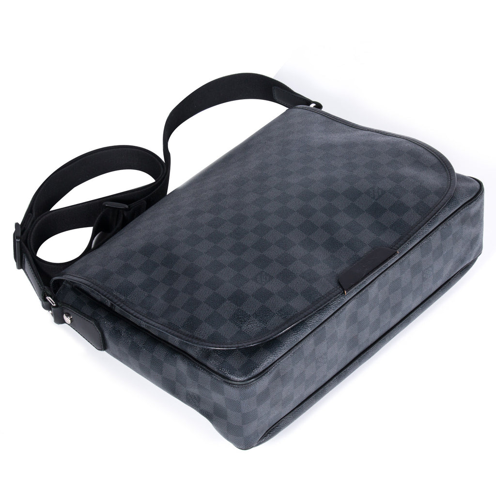 Louis Vuitton Damier Graphite Daniel -Shop pre-owned luxury designer brands on discount online at Re-Vogue