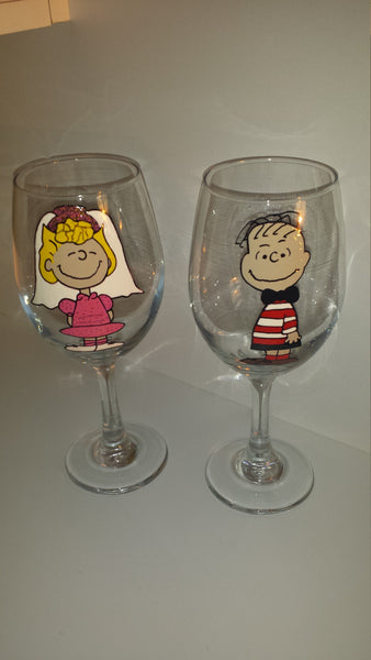 decorative set of 2 WINE glasses Linus & Sally peanuts gang