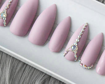 Trendy press-on nails