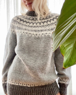 VINTAGE Icelandic Handknit Sweater Light Grey