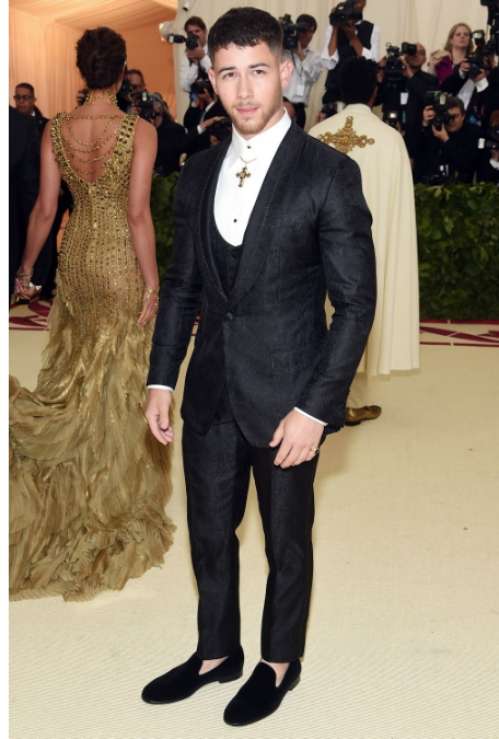 nick jonas black velvet slipper met gala 2018