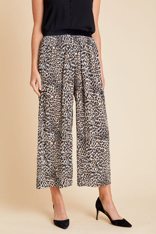 Avenue Zoe Pleated Leopard Print Wide Leg Crop Pants