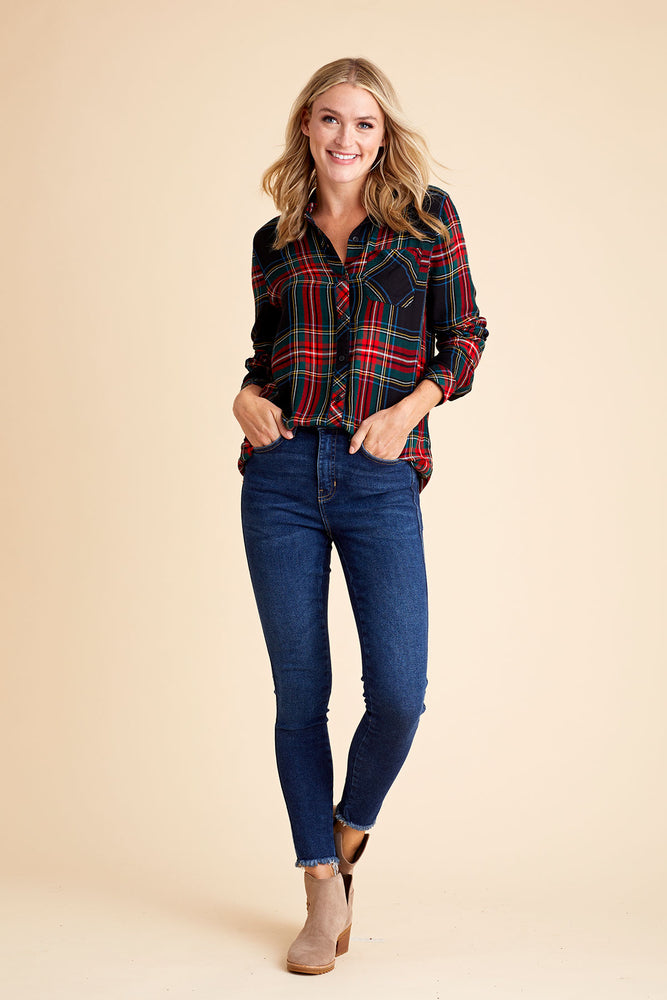 Load image into Gallery viewer, Free People Highwaisted Dark Denim Frayed Hem Skinny Jean
