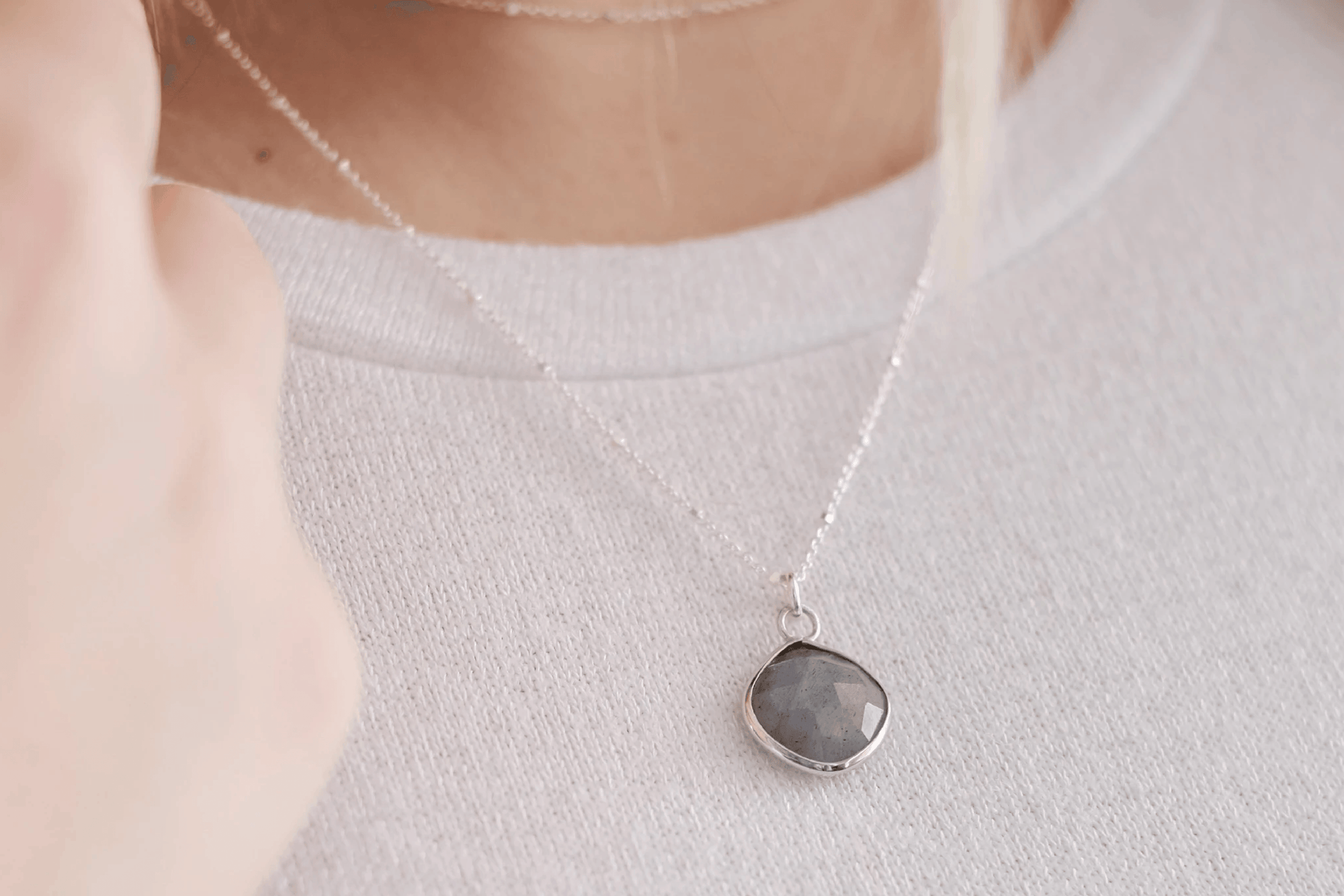 M Labradorite Drop Necklace