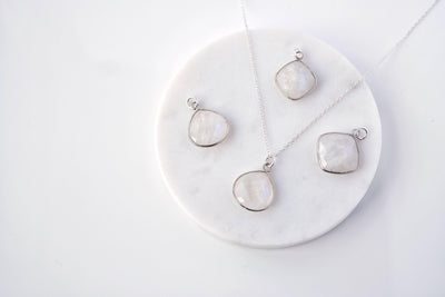 L Moonstone Drop Necklace