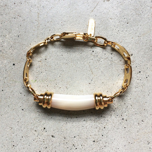 18k gold bracelet with mother of pearl pendant