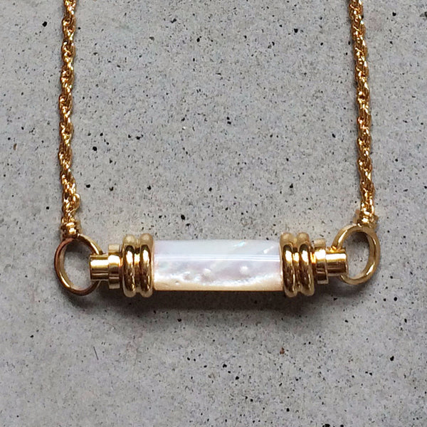 short 18k gold chain necklace with mother of pearl pendant