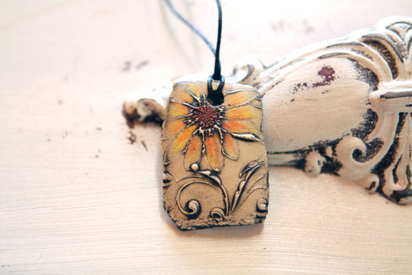 Faded Daisy Necklace