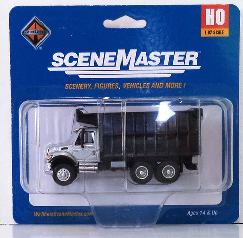 HO Scale Walthers SceneMaster 949-11677 International 7600 Dual-Axle Coal Truck