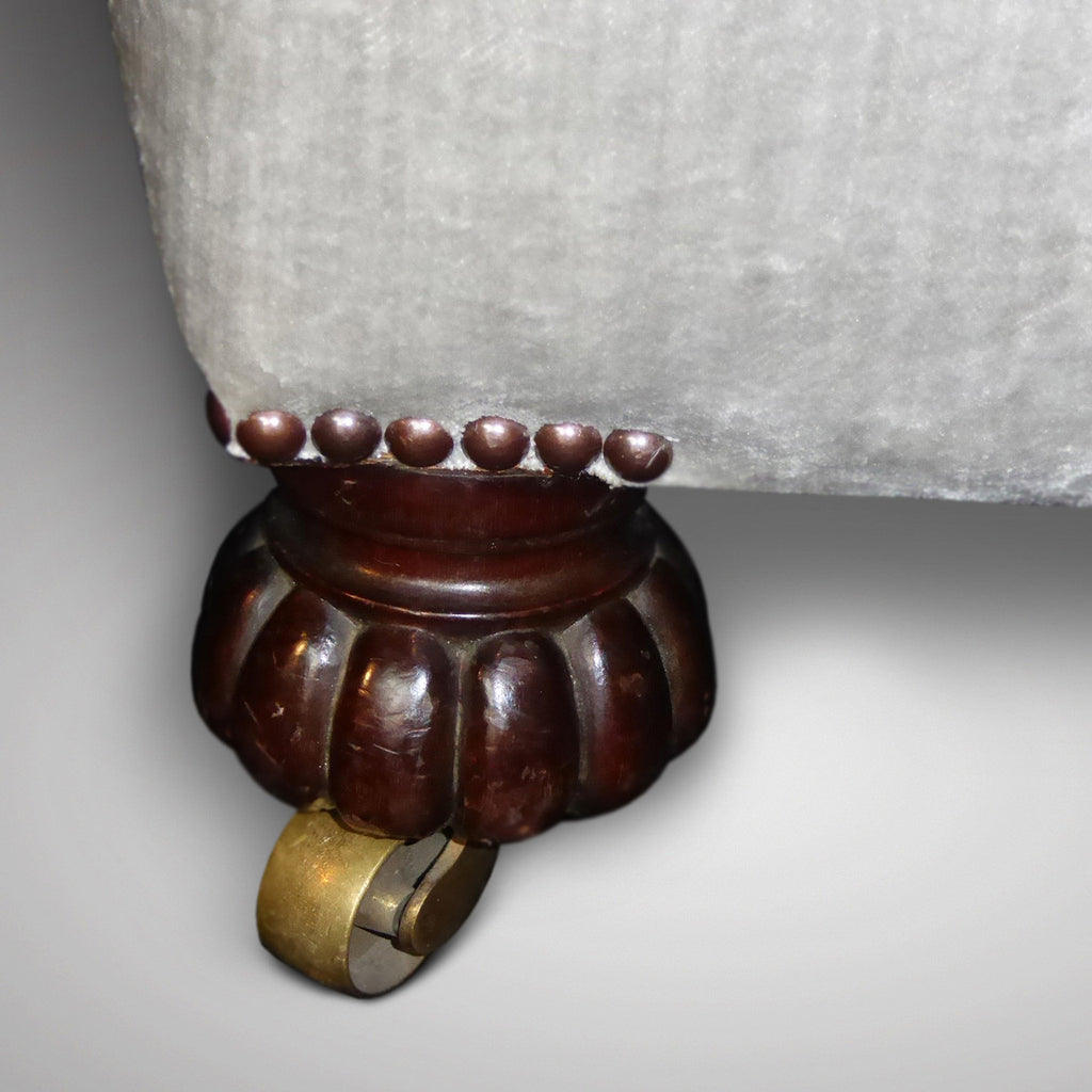 19th Century buttoned Armchair - Detail view of castor - 6